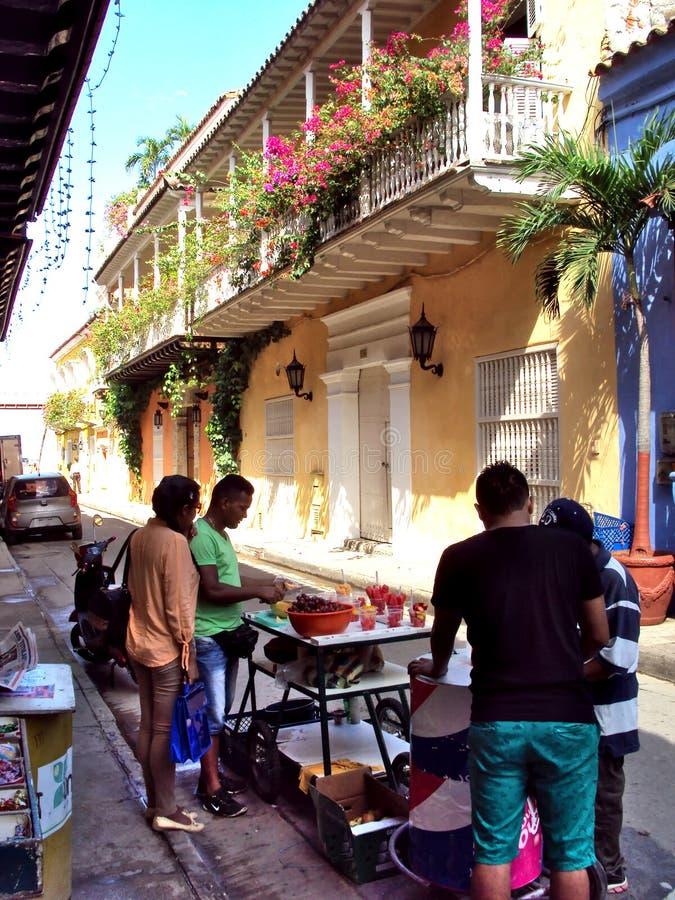 Carthagène, Colombie le 19 novembre 2010/marchands ambulants de nourriture dedans photographie stock libre de droits