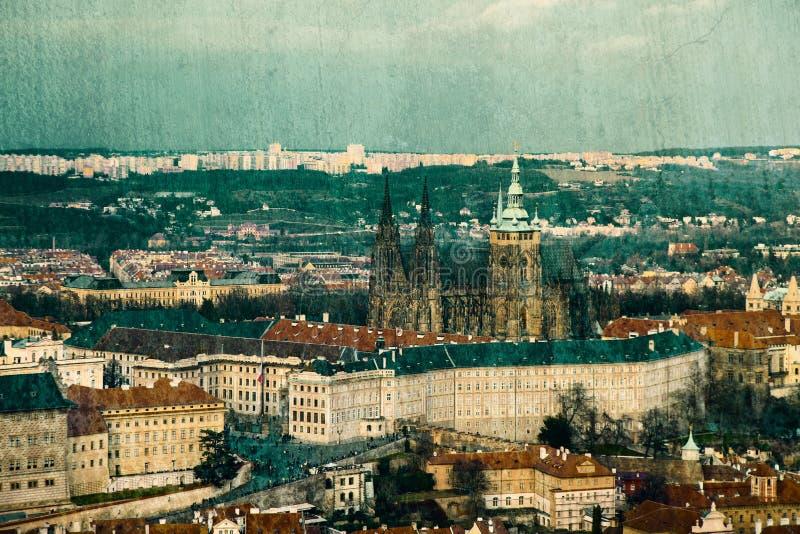 Cartolina d'annata con il castello di Praga fotografie stock libere da diritti