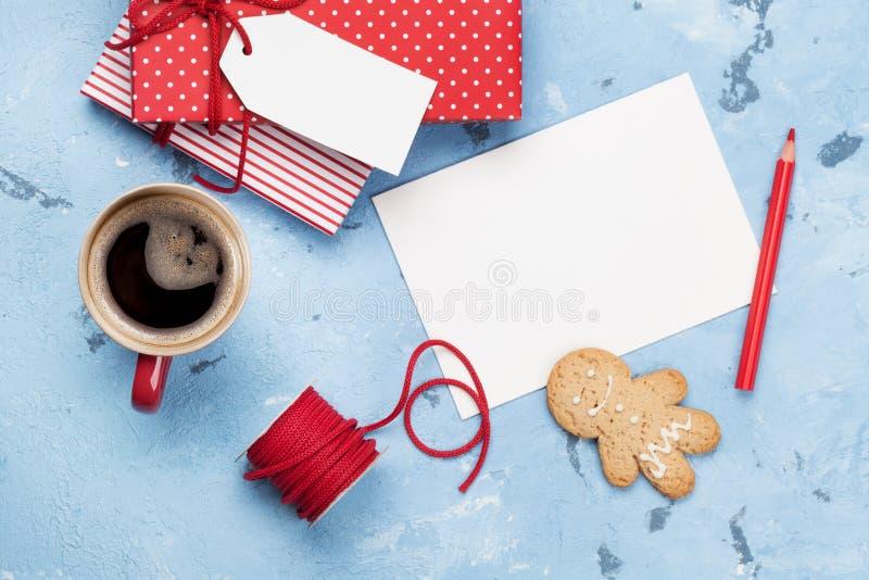 Cartolina d'auguri di Natale e contenitori di regalo immagine stock libera da diritti