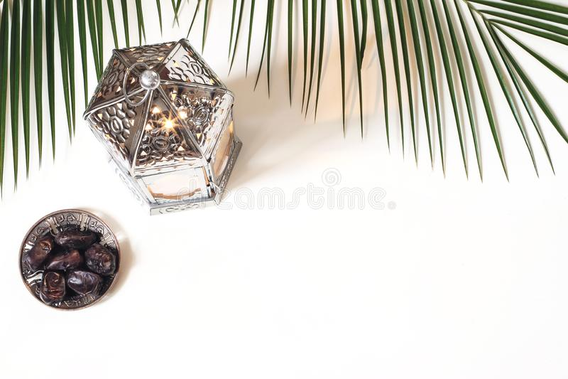 Cartolina d'auguri di Ramadan Kareem, invito E r fotografia stock