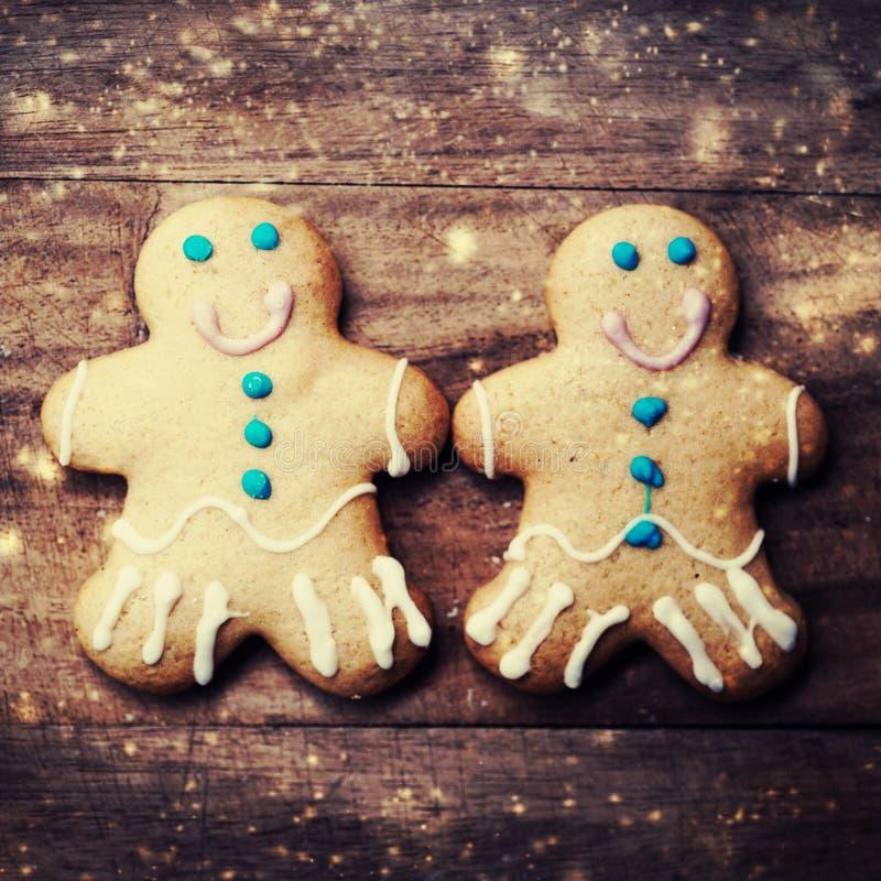 Cartolina di Natale con i biscotti, le decorazioni e fal dell'uomo di pan di zenzero fotografie stock