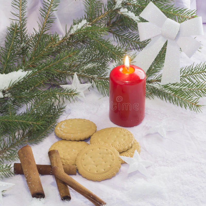 Cartolina di Natale con l'albero di Natale e le decorazioni Cartolina di Natale festiva fotografia stock
