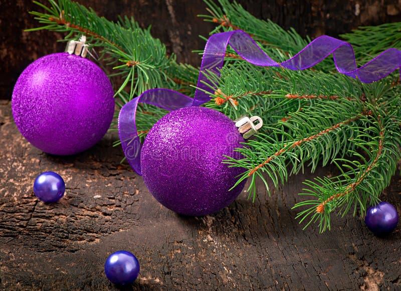 Cartolina di Natale con le palle di Natale fotografia stock libera da diritti