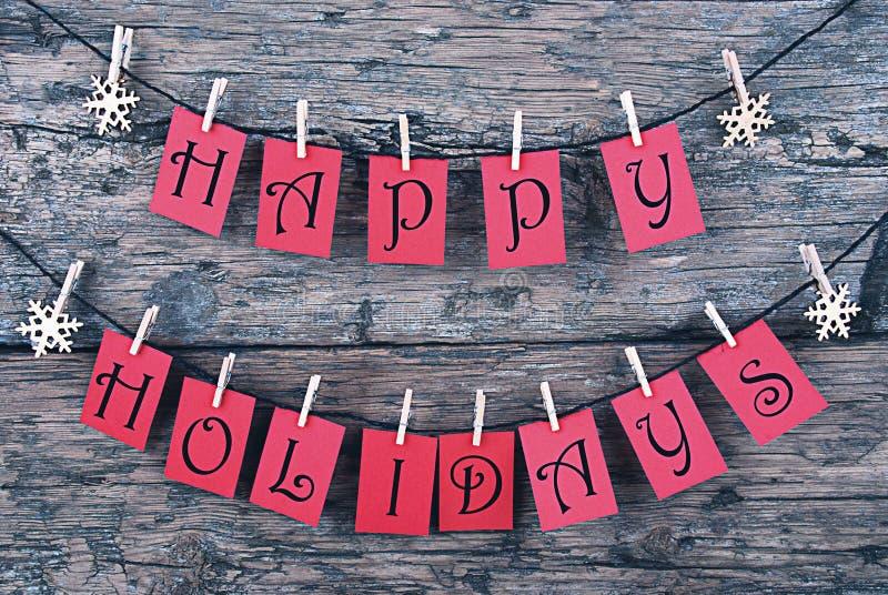 Cartolina di Natale d'annata con le etichette rosse, feste felici fotografia stock libera da diritti