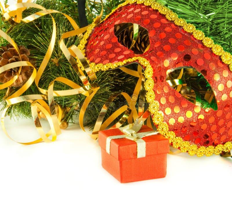 Cartolina di Natale. Mascherina del nuovo anno contro l'pelliccia-albero fotografia stock