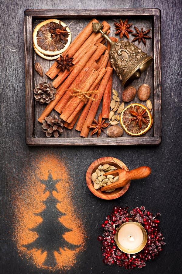 Cartoline di Natale dell'annata Decorazioni e spezie per cuocere immagine stock