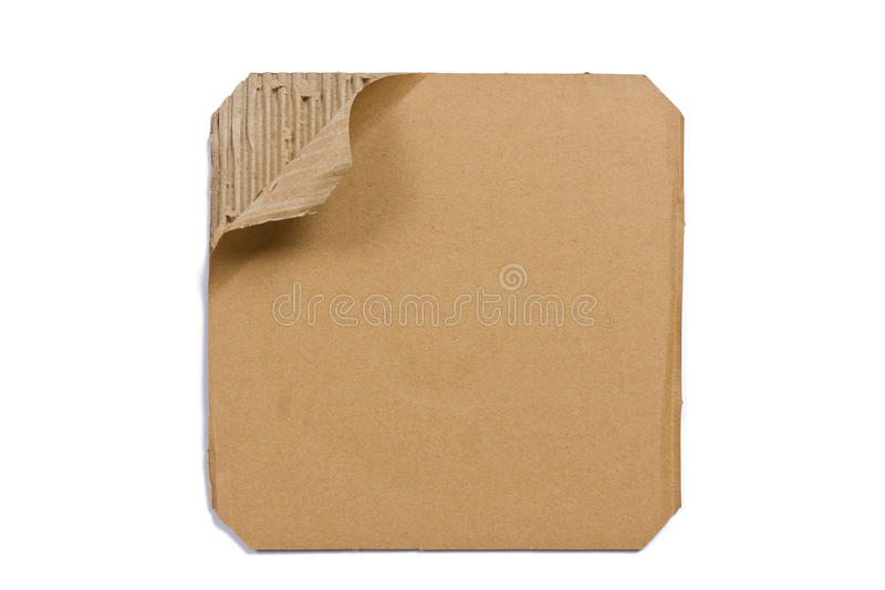 Carton ondulé - feuille de papier brun, d'isolement images stock