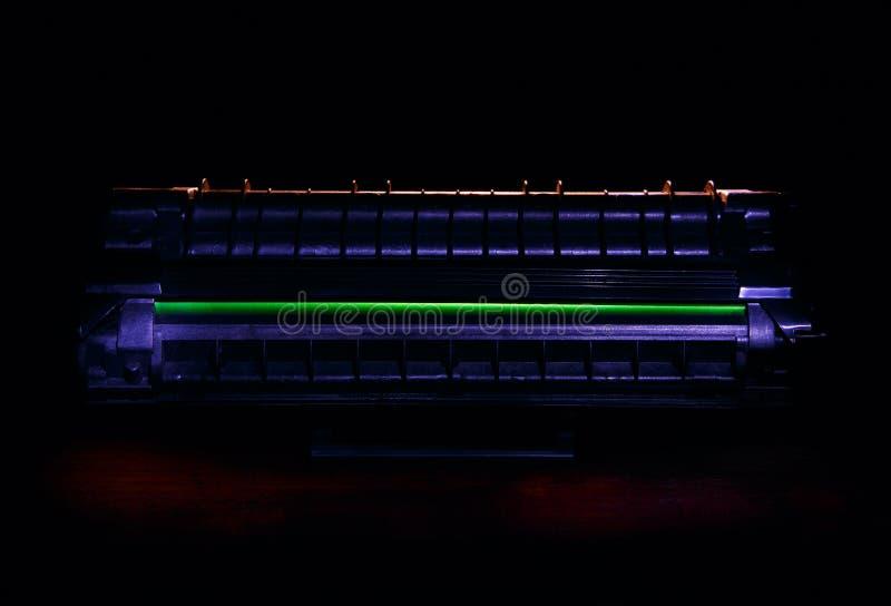 Cartouche de toner de laser sur le fond foncé photos libres de droits
