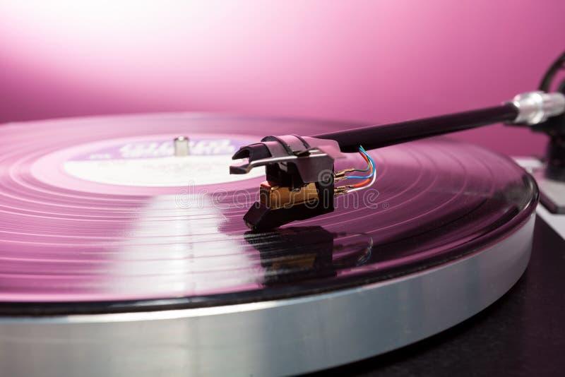 Cartouche de tourne-disque de vinyle et LP analogiques photo stock