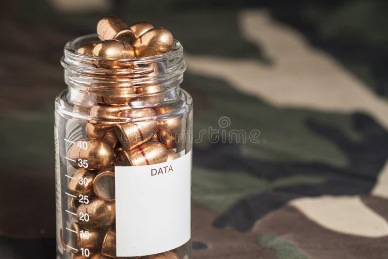 Cartucce sul fondo dell'uniforme del cammuffamento immagine stock