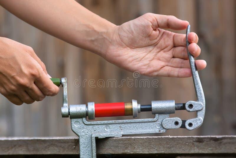 Cartuccia di ricaricamento dal reloader della cartuccia per fucili a canna liscia fotografia stock