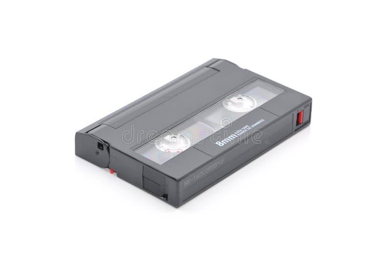 cartucho de datos de la copia de seguridad en cinta del ordenador de 8m m sobre el fondo blanco fotografía de archivo