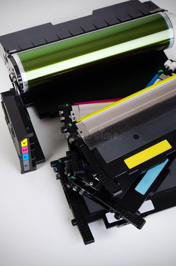 Cartucho de toner ajustado para a impressora a laser Fontes do computador foto de stock