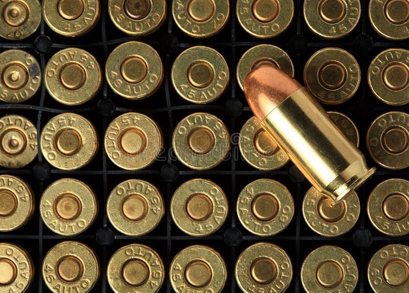 Cartuchos de .45 munición de las pistolas del ACP imagen de archivo libre de regalías
