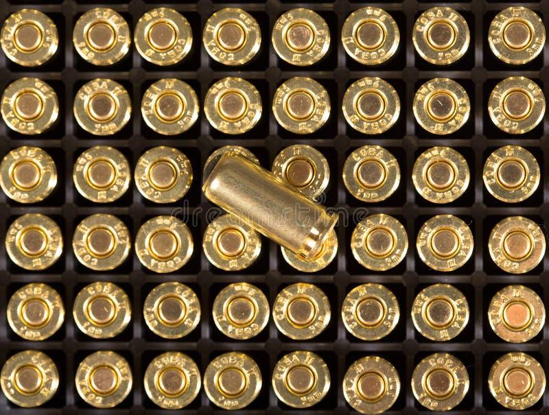 Cartuchos de la munición de las pistolas de 9m m imagen de archivo