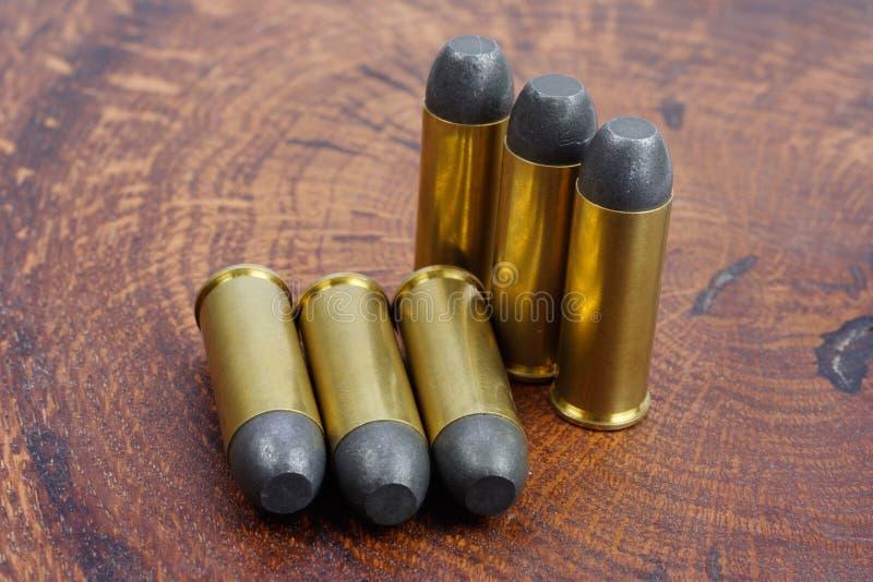 Cartuchos do revólver Período de 45 Cal Wild West fotografia de stock royalty free