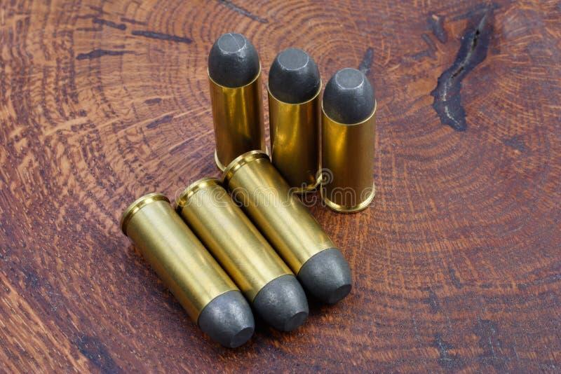 Cartuchos do revólver Período de 45 Cal Wild West fotografia de stock
