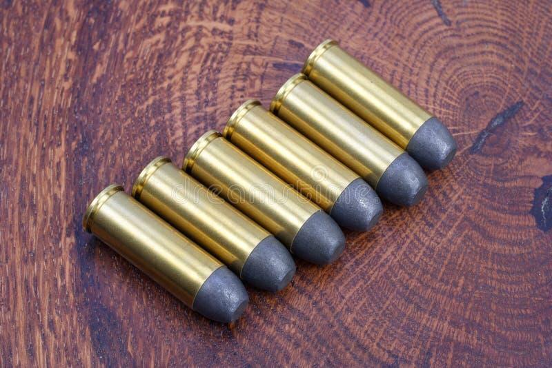 Cartuchos do revólver Período de 45 Cal Wild West imagem de stock royalty free