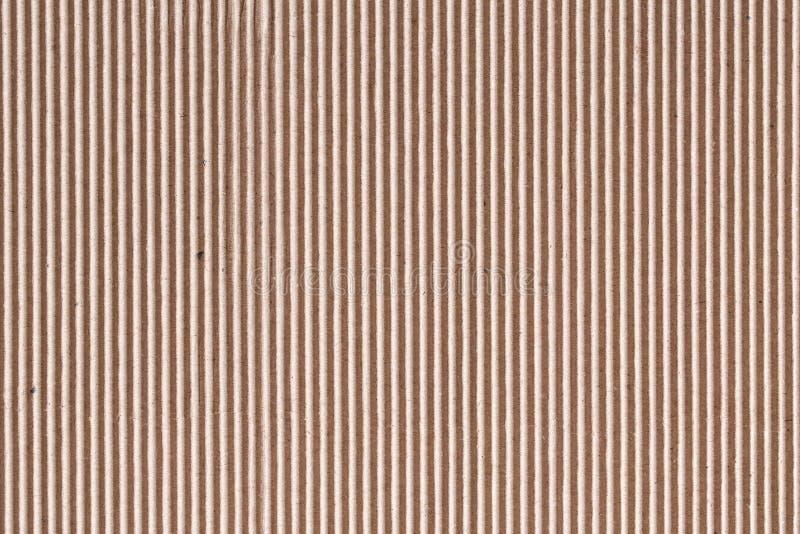 Cartulina acanalada o textura marrón de la hoja de la caja de papel para el fondo imágenes de archivo libres de regalías