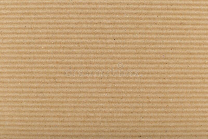 Cartulina acanalada para embalar lineas horizontales del fondo del extracto con las l?neas onduladas de color beige foto de archivo