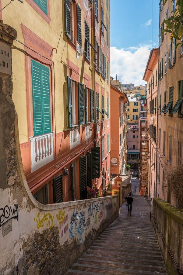 Caruggi, средневековые улицы Генуи, Лигурии, Италии стоковые изображения rf