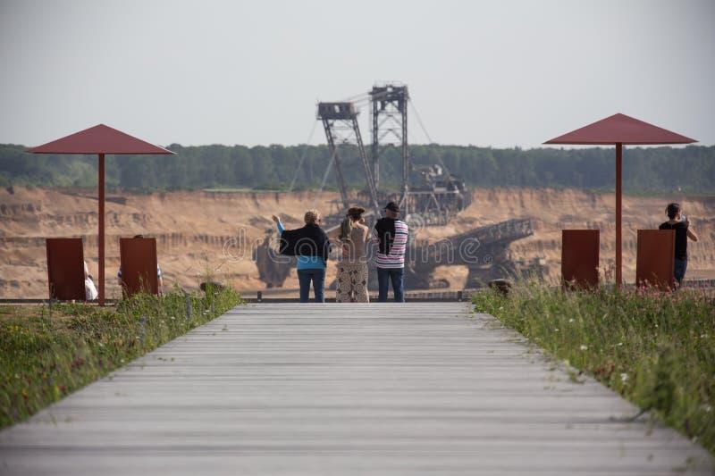 Carvão de Brown aberto - molde o terra nova de Alemanha do hambach da mineração foto de stock