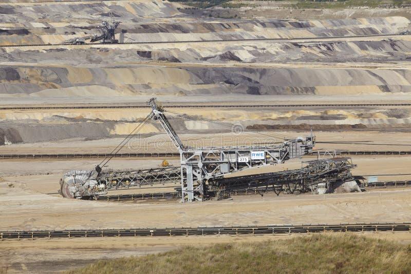 Carvão de Brown - Bucket a máquina escavadora na mineração opencast Inden imagem de stock royalty free