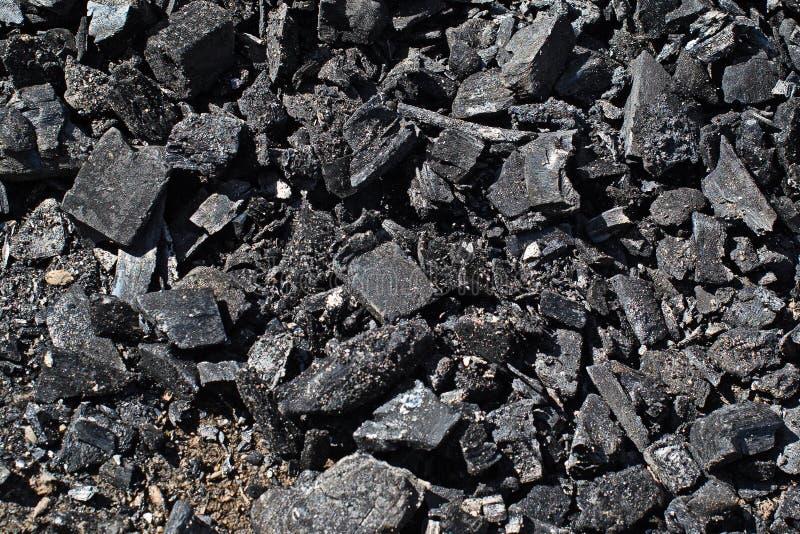 Carvão na terra imagens de stock