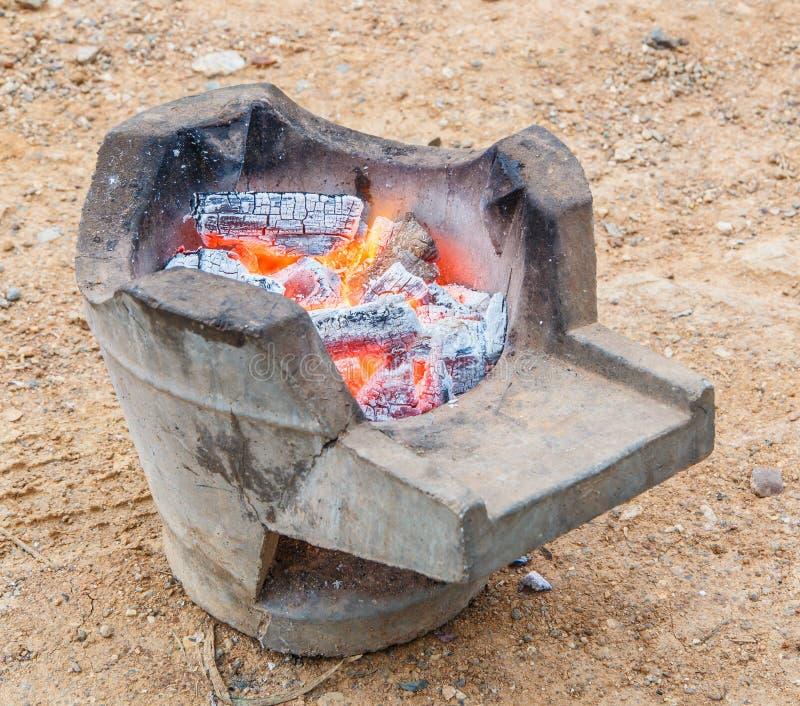 Carvão vegetal ardente imagens de stock