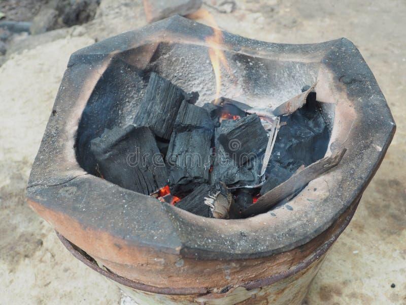 Carvão vegetal ardente fotografia de stock royalty free