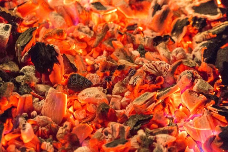 Carvão vegetal de incandescência foto de stock royalty free