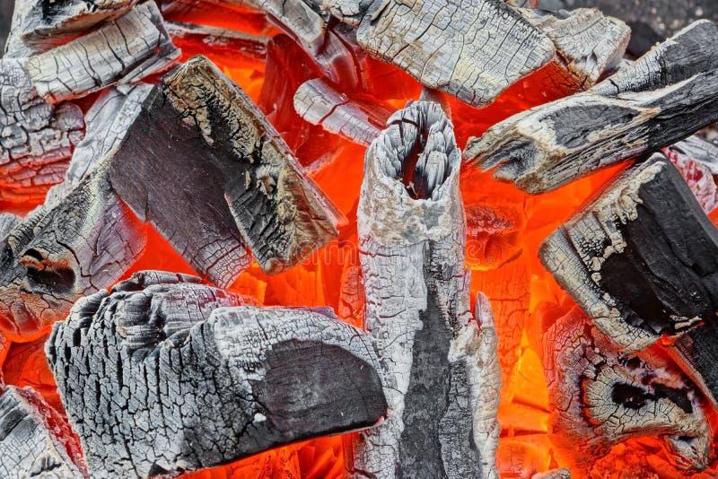 Carvão vegetal de incandescência imagem de stock royalty free
