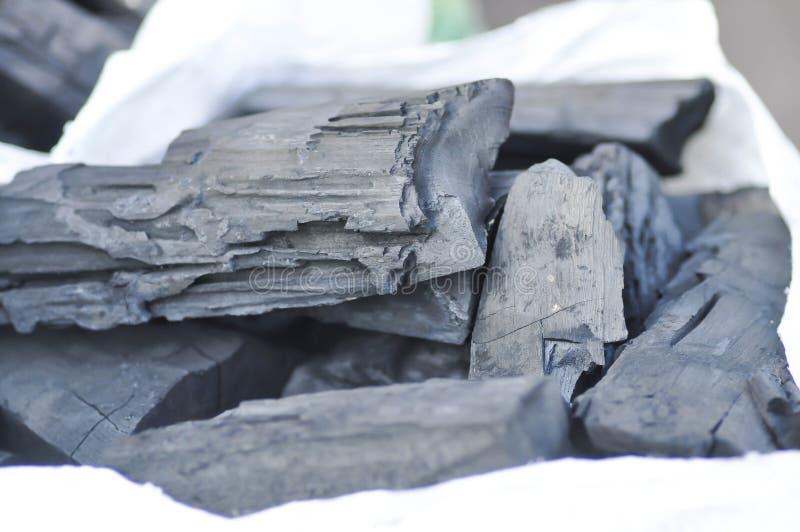 Carvão vegetal ou cinza no saco imagem de stock