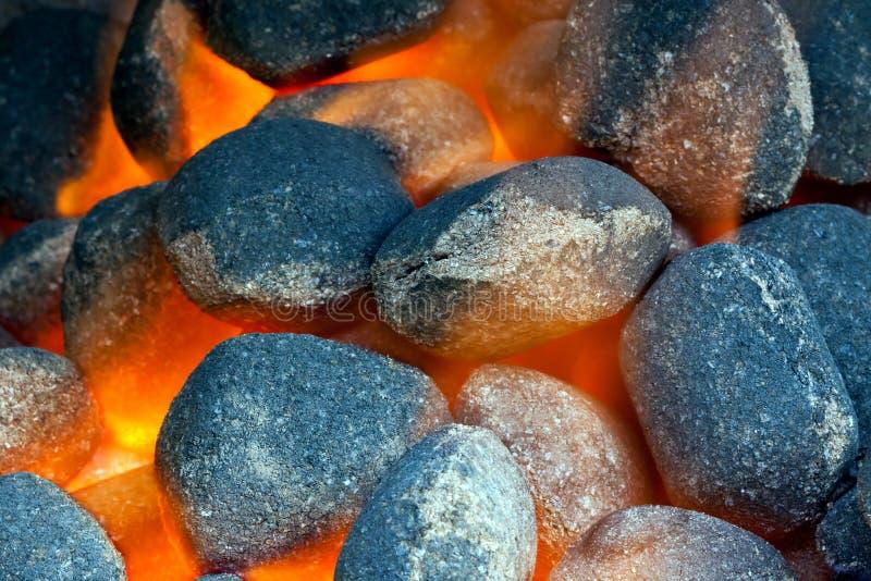 Carvões amassados do carvão vegetal foto de stock royalty free