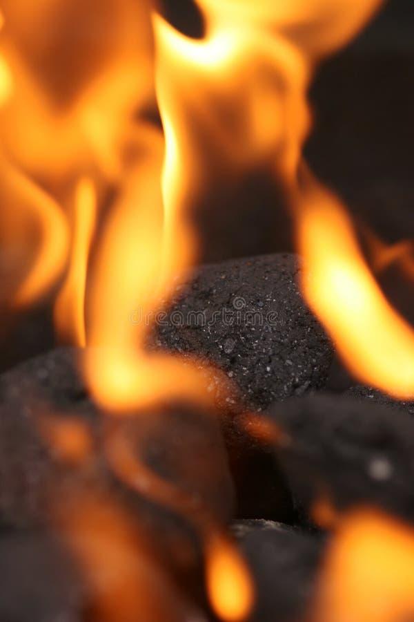 Carvões no incêndio imagem de stock royalty free