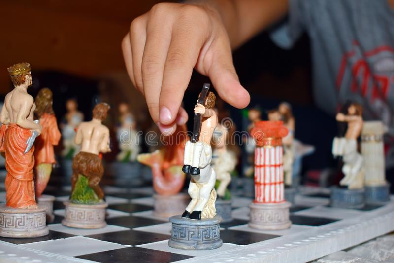 Carved figurerade modigt schack fotografering för bildbyråer