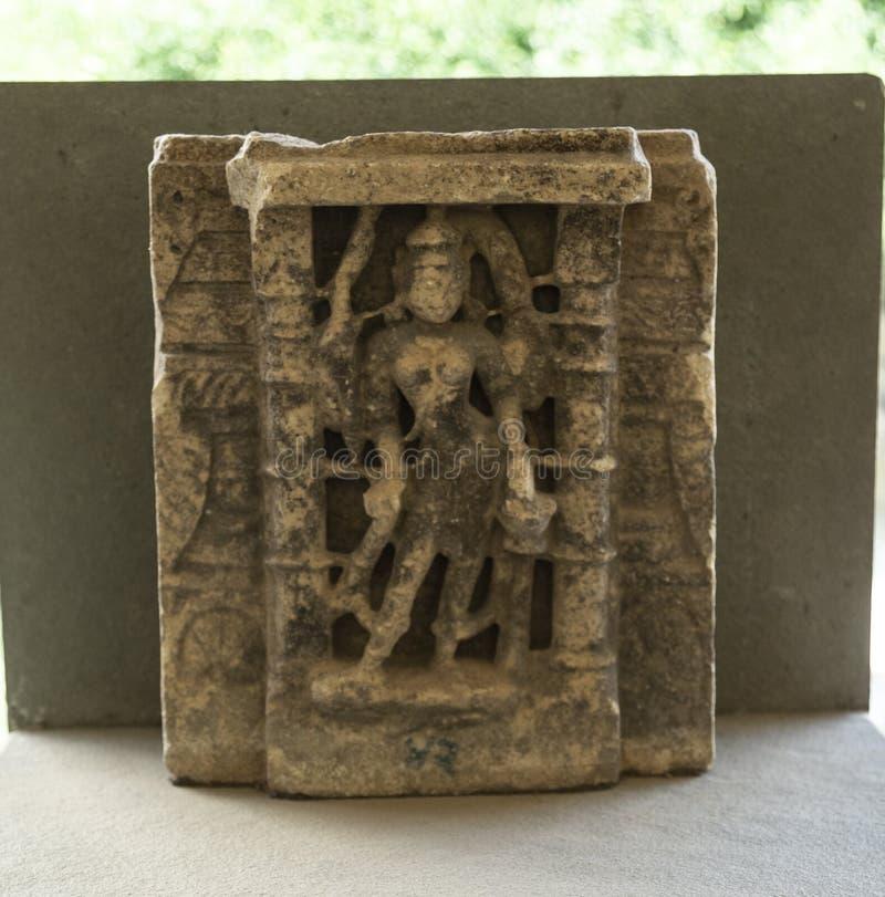 Carvings de Indrani da deusa na pedra no palácio da cidade, Udaipur, Rajasthan, Índia imagem de stock