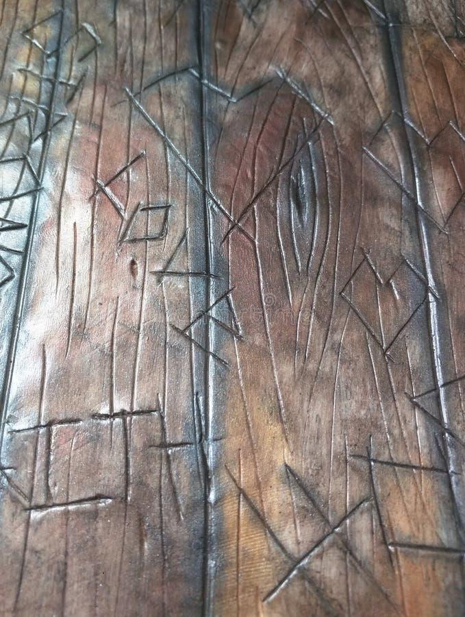 Carvings de madeira do celeiro velho - carvings da árvore foto de stock