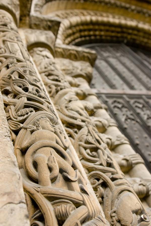 Carvings de pedra originais em torno da porta da rua ocidental, Lincoln Cath imagem de stock royalty free