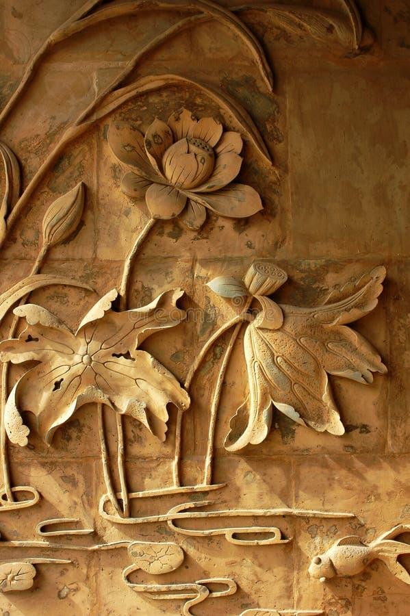Carvings do tijolo de flores de lótus fotos de stock