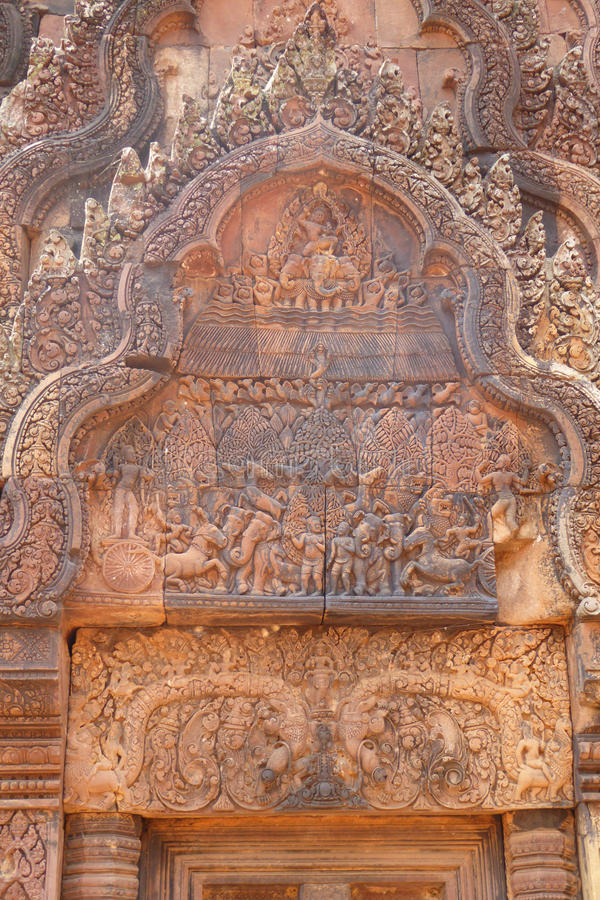 Carvings intrincados em Banteay Srei foto de stock royalty free