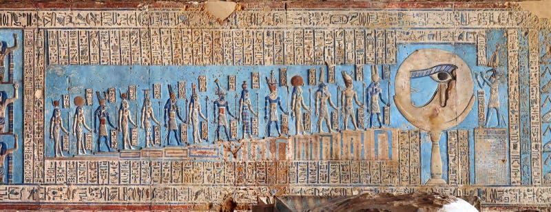 Carvings jeroglíficos no templo egípcio antigo fotos de stock royalty free