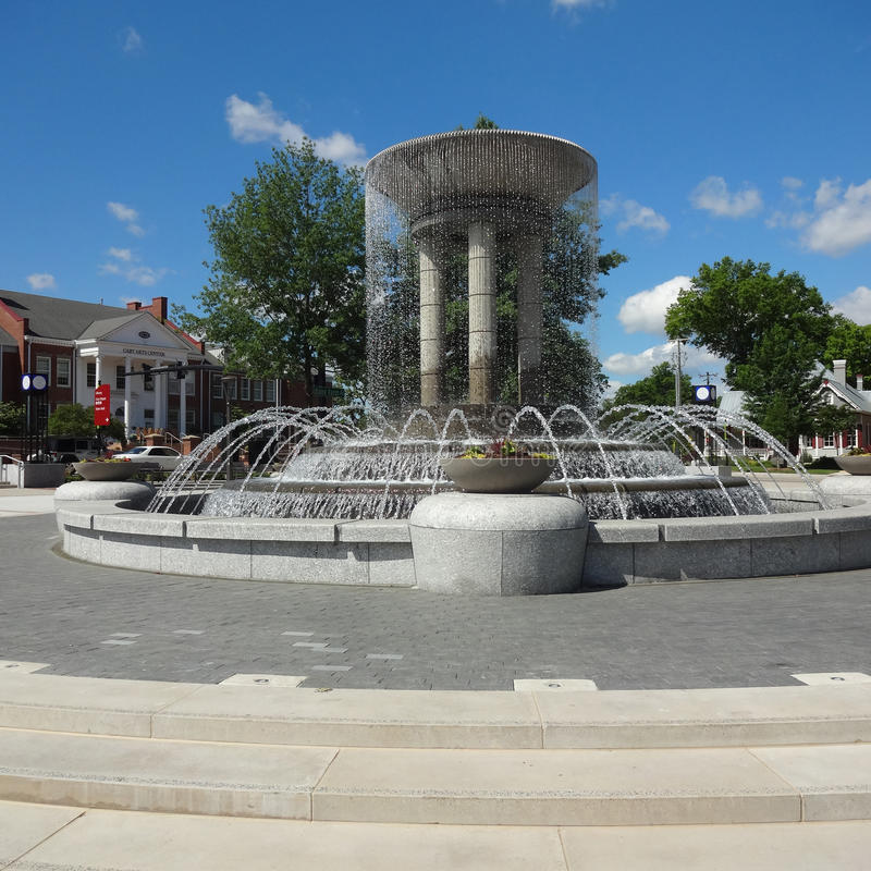 Cary, North Carolina Park and Art Center. Park in Downtown Cary, NC with Cary Art Center in the Background and a Running Fountain in the Foreground stock photo