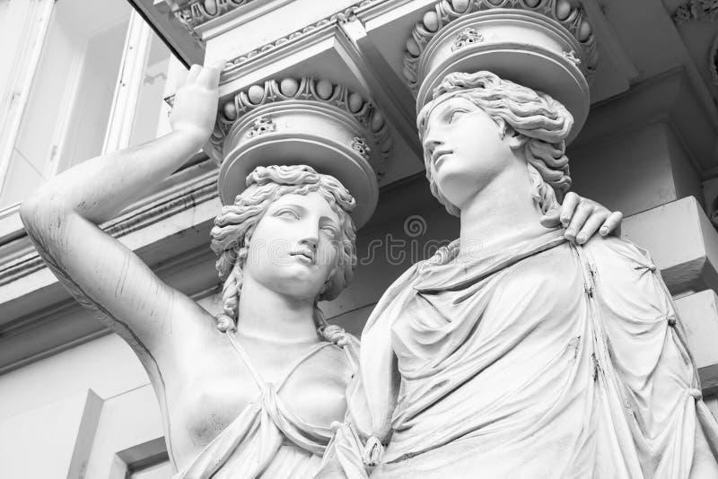 caryatid Статуи 2 молодых женщин, вены стоковое изображение