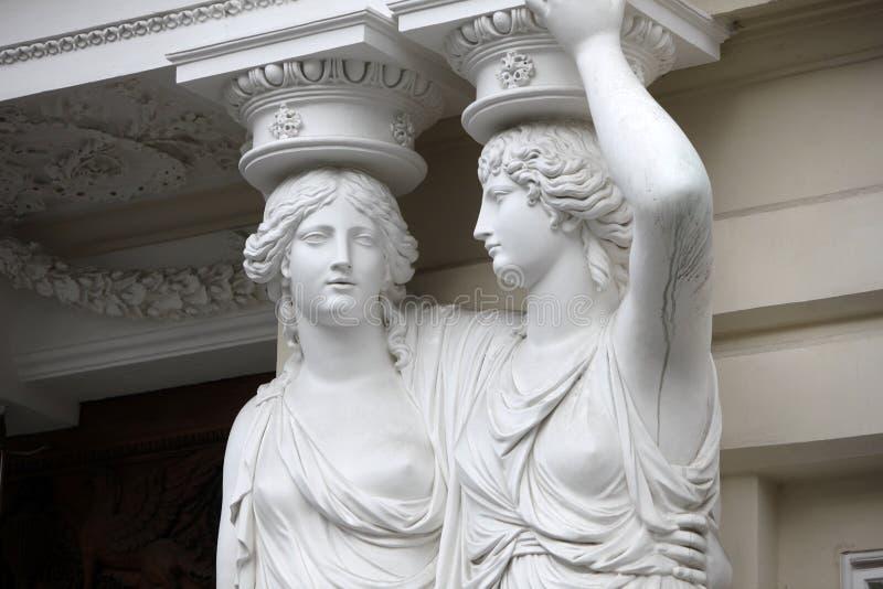 caryatid Статуи 2 молодых женщин в вене стоковая фотография