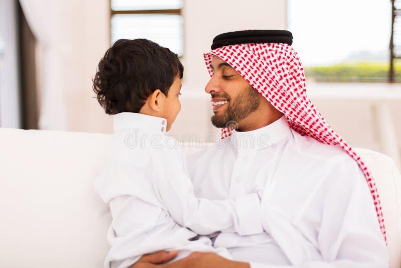 Casa árabe do filho do pai fotos de stock
