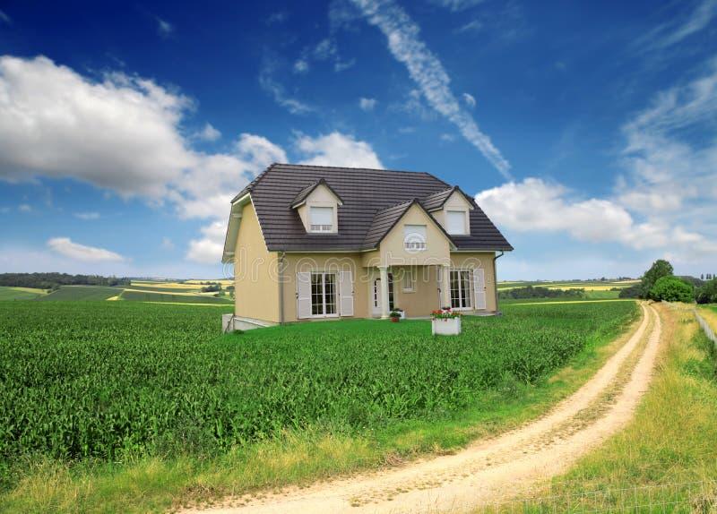 Download Casa foto de stock. Imagem de aluguel, campo, rico, país - 10061114