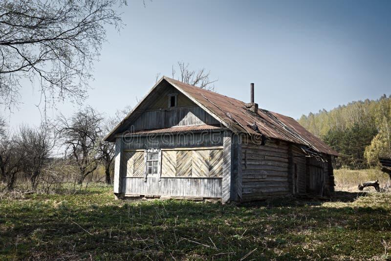 Download Casa abandonada foto de stock. Imagem de shack, abandonado - 12804730