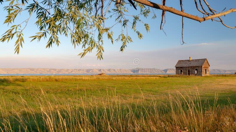 Casa abandonada cerca del lago bear, Utah imagen de archivo