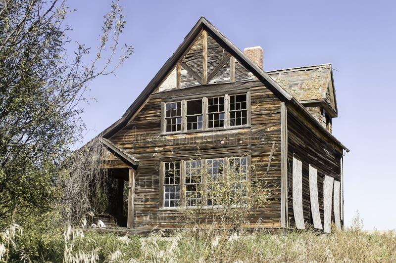 Casa abandonada da exploração agrícola fotografia de stock